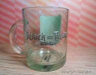 Back of mug, with the Attack on Titan logo in English and Japanese.